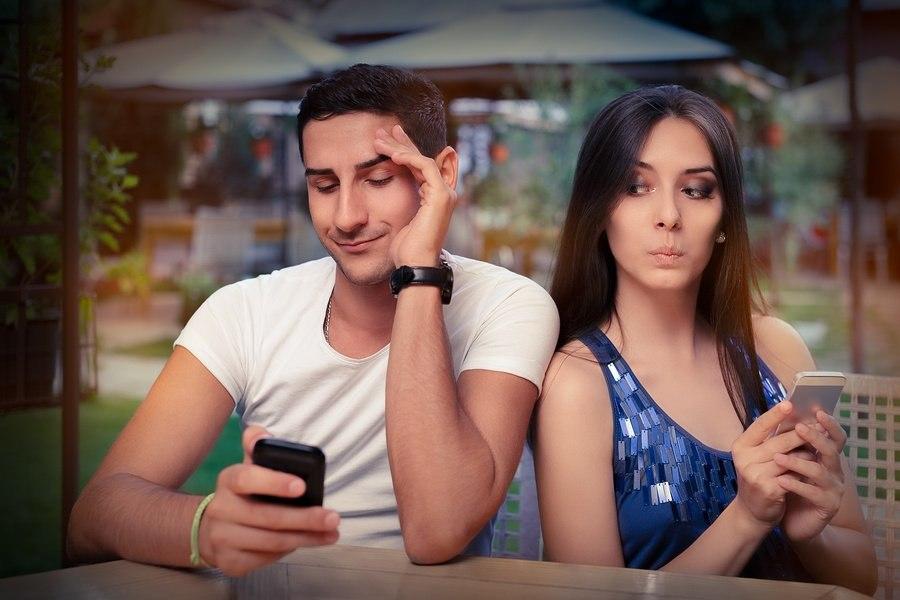 bigstock-Secretive-Couple-with-Smart-Ph-71916307.jpg