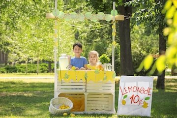 bigstock-Adorable-children-selling-home-208105132